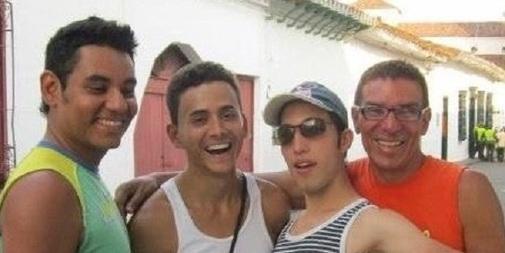El 'cuarteto poliamoroso' formado por Alejandro, Manuel, Álex (que murió en 2014) y el último en llegar, Víctor.