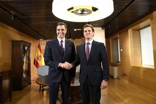 Pedro Sánchez y Albert Rivera, durante su encuentro en el Congreso