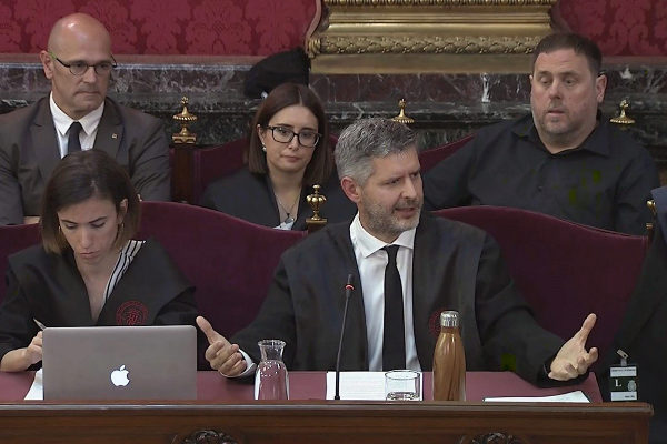 Andreu Van Eynde, abogado de  Räul Romeva y Oriol Junqueras, ayer en...