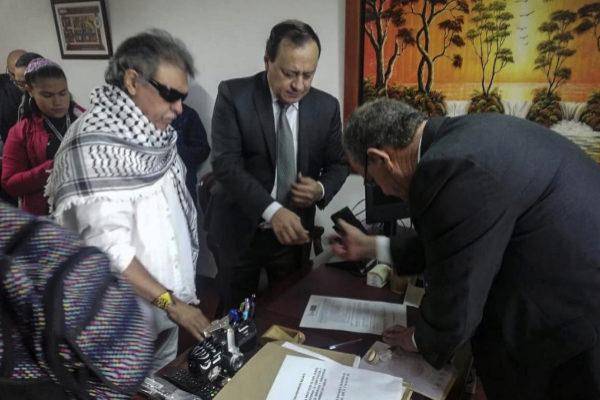 Jesús Santrich toma posesión de su nuevo cargo como congresista, en Bogotá.