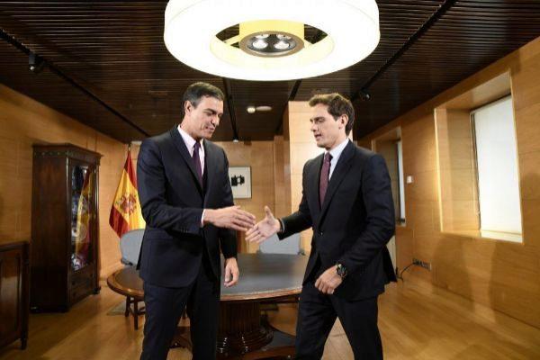 El presidente del Gobierno en funciones, Pedro Sánchez, se reúne con Albert Rivera.