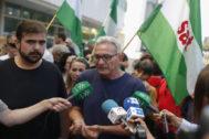 Diego Cañamero, durante una concentración celebrada este martes en apoyo a los acusados en el juicio por la actuación de unos piquetes.