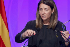 La portavoz del Govern rechaza contestar preguntas en castellano
