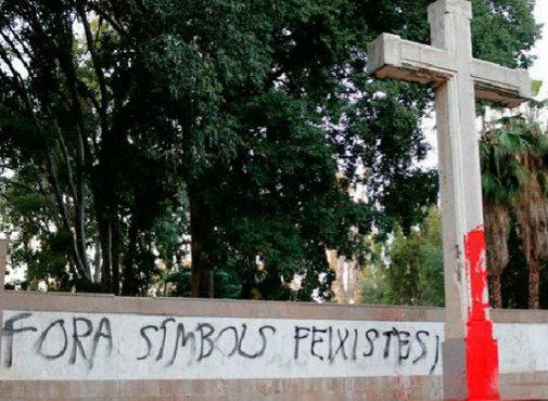 La cruz del parque Ribalta de Castellón sufrió distintos actos vandálicos durante el año pasado.
