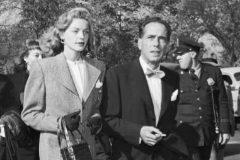 Lauren Bacall y Humphrey Bogart, el 27 de octubre de 1947, con el Comité de apoyo a la Primera Enmienda.