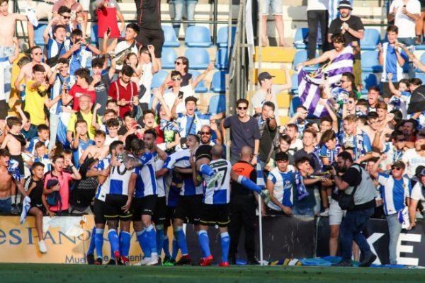 Los jugadores del Hércules celebran el tercer gol ante el Logroñés el pasado domingo en el Rico Pérez.