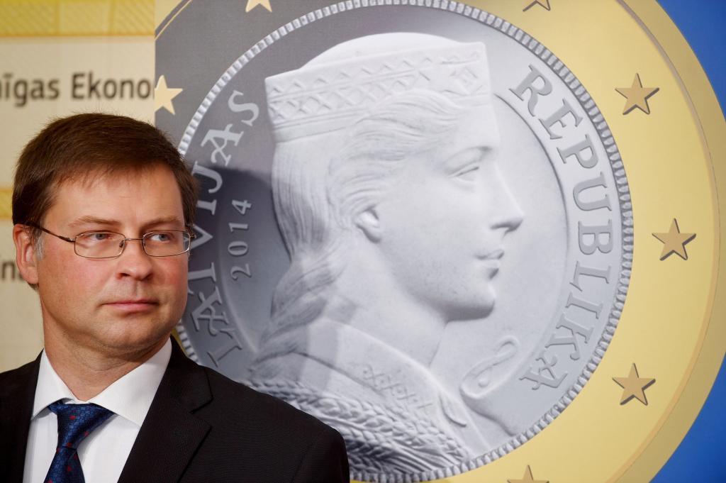 El letón valdis Dombrovskis en la presentación de una exposición sobre el Euro en Riga