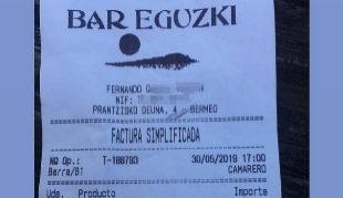 """10 euros más """"por tocar los cojones"""" en un bar de Bermeo."""