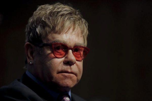 El cantante, compositor y pianista británico Elton John.