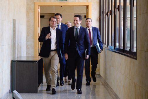 Alfonso Fernández Mañueco y Teodoro García Egea, al frente del equipo negociador del PP en Castilla y León