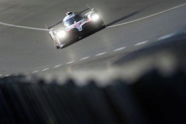 Alonso, con el Toyota #8, drante la sesión libre en Le Mans.