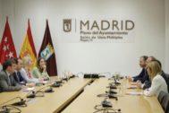 Los equipos negociadores de PP y Cs en la sede del Ayuntamiento.
