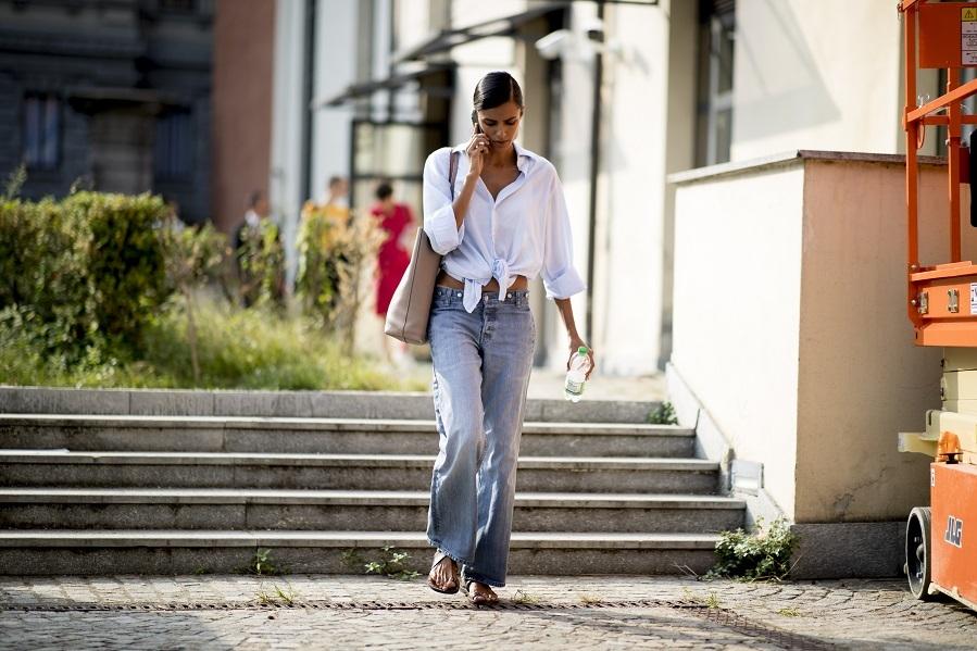 Ya lo dicen las expertas en moda, la clave para un armario que irradie estilo es tener un equilibrio entre prendas sencillas que se puedan combinar fácilmente y otras de tendencia. En verano no pueden cambiar las <strong>camisas blancas</strong>, unos <strong>jeans oversize</strong>, un <strong>caftán</strong>, un <strong>vestido fluido estampado</strong>, unas <strong>espardeñas </strong>y accesorios de<strong> rafia.</strong>