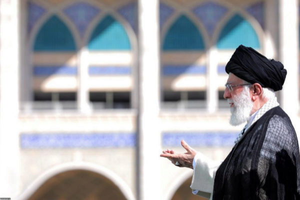 IRN08. TEHERÁN (IRÁN).- El líder supremo de Irán, <HIT>Ali</HIT> <HIT>Jameneí</HIT>, ofrece un discurso durante la celebración del Eid al-Fitr, la festividad que marca el final del Ramadán, este miércoles en Teherán (Irán).  Oficina de Prensa del Líder Supremo de Irán FOTO CEDIDA? SOLO USO EDITORIAL? PROHIBIDA SU VENTA