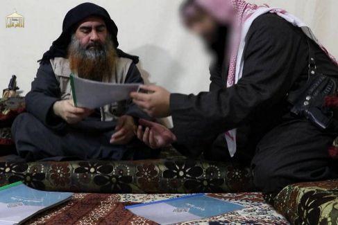 Después de cinco años de silencio, Abu Bakr el Bagdadi, líder del Daesh, protagonizó un vídeo que dejó pistas sobre dónde puede estar escondido.