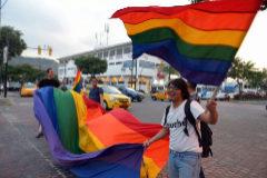 Celebraciones en Guayaquil,  tras la decisión de la Corte Constitucional que abre la puerta a la legalización del matrimonio entre personas del mismo sexo.