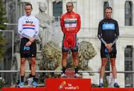 El podio de La Vuelta 2011: Cobo, Froome y Wiggins.