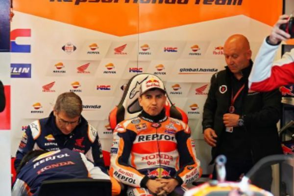 Le Mans (France).- Spanish MotoGP rider <HIT>Jorge</HIT> <HIT>Lorenzo</HIT> (C) of the Repsol Honda Team sits in his team's garage during the free practice session of the French Motorcycling Grand Prix in Le Mans, France, 18 May 2019. The Motorcycling Grand Prix of France will take place on 19 May 2019. (Motociclismo, Ciclismo, Francia) EPA/
