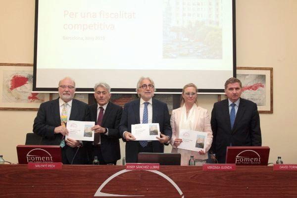 El presidente de la patronal Josep Sánchez Llibre con miembros del comité ejecutivo de la entidad.