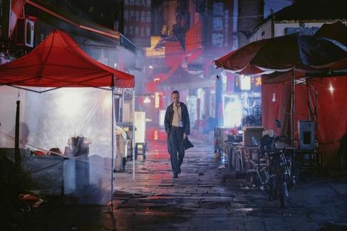 Fotograma de la película 'Largo viaje hacia la noche' de Bi Gan.