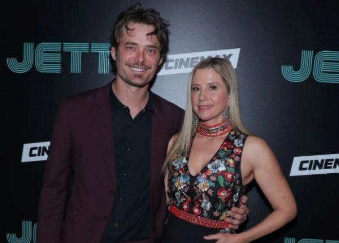 Mira Sorvino junto a su marido Chris Backus durante una presentación en Nueva York.