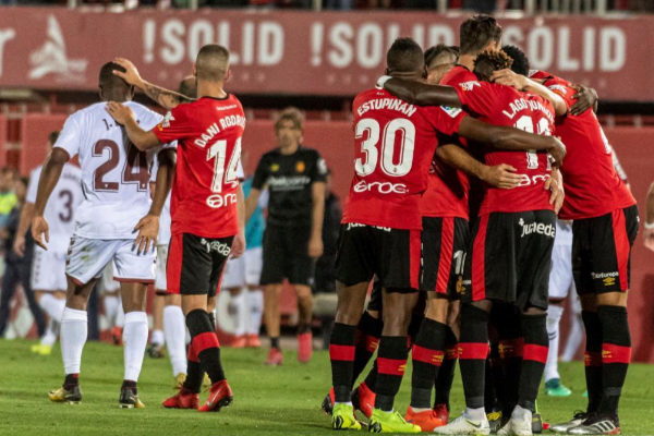 GRAF8071. PALMA.- Los jugadores del <HIT>Mallorca</HIT> celebran la...