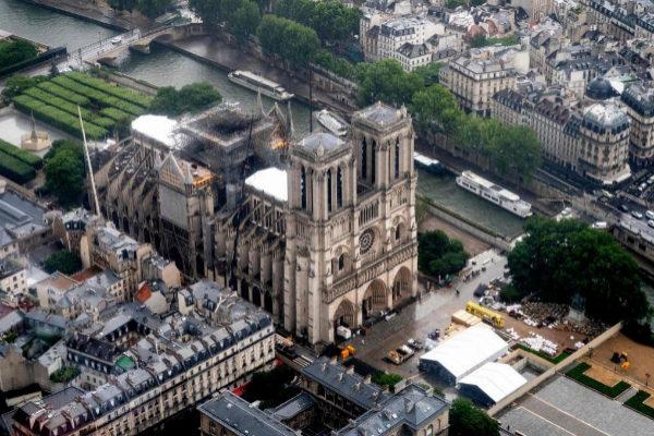 Vista aérea de la catedral de Notre Dame tras el incendio.