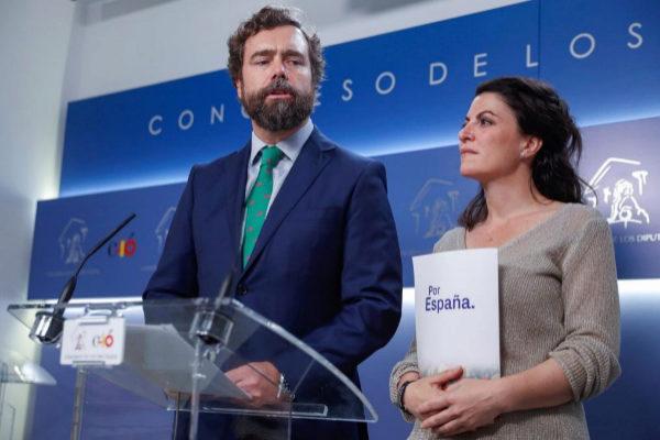 Iván Espinosa de los Monteros y Macarena Olona, de Vox, en el Congreso.