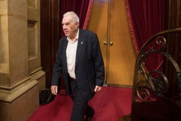 GRAFCAT550. BARCELONA.- El diputado de ERC y candidato a la alcaldía de Barcelona, <HIT>Ernest</HIT> <HIT>Maragall</HIT>, entra al hemiciclo durante la sesión de control celebrada este jueves en el Parlament.