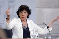 La ministra portavoz en funciones, Isabel Celaá, en rueda de prensa tras el Consejo de Ministros.