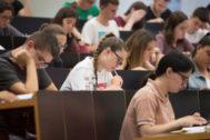 Estudiantes durante el examen de Selectividad en Barcelona.