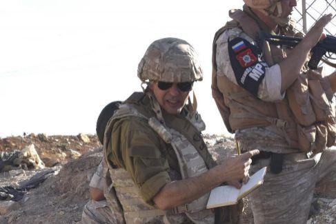 El 'pintor de batallas' Augusto Ferrer-Dalmau en Siria.