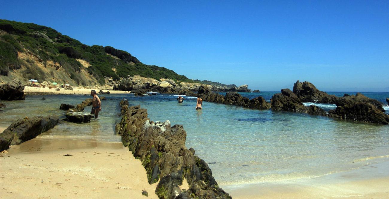 La playa de Bolonia es de una belleza tan arrebatadora que es...
