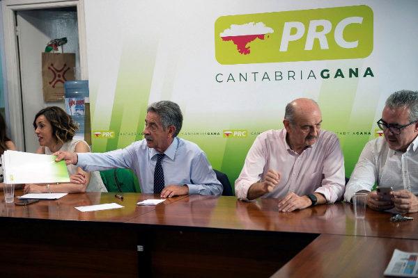 El presidente de Cantabria en funciones y del PRC, Miguel Ángel...