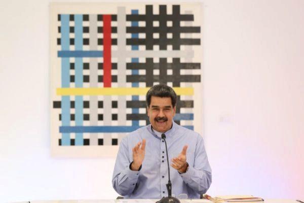 Nicolás Maduro durante un encuentro con artistas e intelectuales en Caracas.