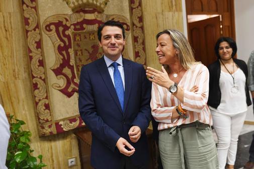 José María Bellido (PP) e Isabel Albás (Cs), que serán alcalde y primera teniente de alcalde en Córdoba.