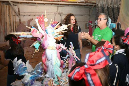 Isabel Bartual y Pedro Espadero en la visita previa a la plantà del monumento oficial.