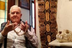 Alberto Corchón, coautor del libro '657 dientes de mono', en su casa en Irún.