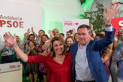El alcalde de Sevilla, Juan Espadas, junto a Susana Díaz en la noche de las elecciones.