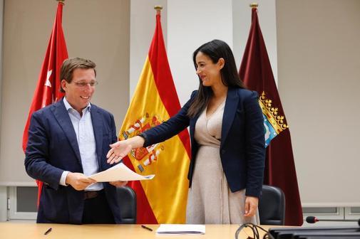 José L. Martínez-Almeida y Begoña Villacís, tras anunciar el acuerdo.