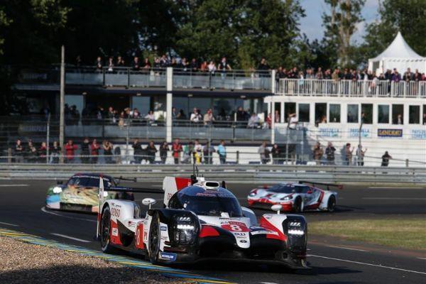 El Toyota #8, durante la clasificación del jueves en Le Mans.