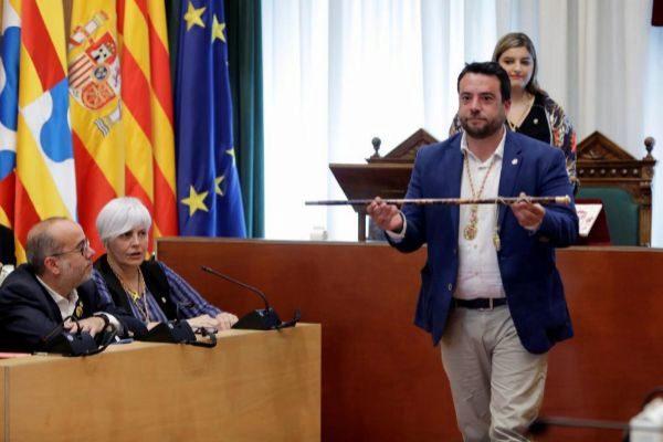El alcalde Álex Pastor, tras recoger el bastón de mando este sábado