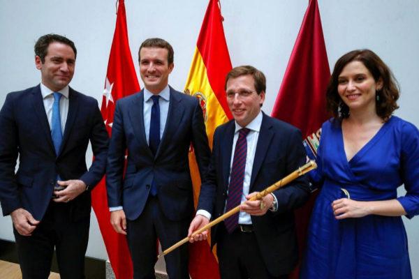 Teodoro García Egea, Pablo Casado, José Luis Martínez-Almeida e Isabel Díaz Ayuso, tras la elección del nuevo alcalde de Madrid.