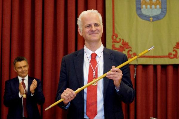 El socialista Pablo Hermoso de Mendoza, nuevo alcalde de Logroño.