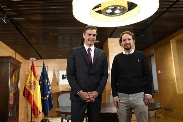 Pedro Sánchez (PSOE) y Pablo Iglesias (Podemos), en la reunión que mantuvieron el martes en el Congreso.