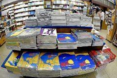 Manuales escolares en una librería de Valencia.