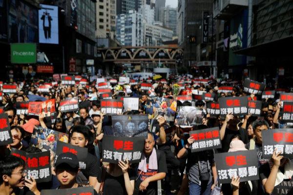 Manifestantes exigen la retirada de la ley de extradición en Hong Kong.