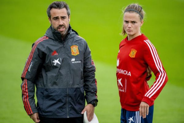 Le Havre (France).- Spain's head coach Jorge <HIT>Vilda</HIT> and Irene Paredes (R) react during a training session in Le Havre, France 15 June 2019. Spain will face China in a Group B match in the FIFA Women's World Cup 2019 in Le Havre, France, 17 June 2019. (Mundial de Fútbol, Francia, España) EPA/