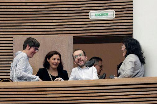 Pablo Echenique, en la tribuna de invitados de las Cortes Valencianas.