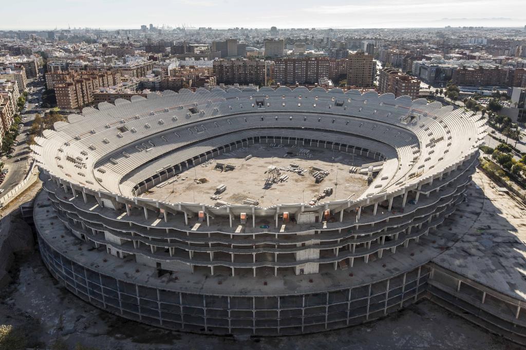 Las obras paradas del nuevo estadio del Valencia CF.